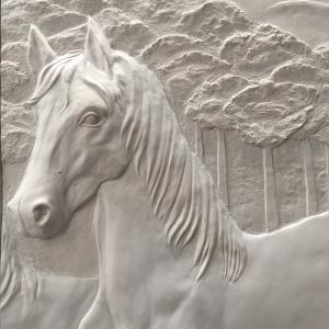 Cheval en bas relief