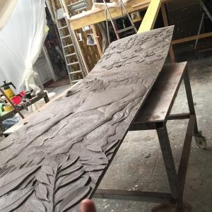 Sculpture bas relief en terre