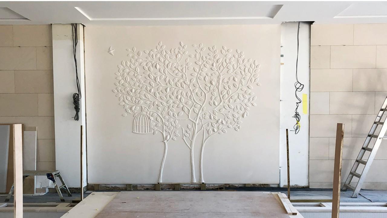 panneau mural avec sculpture en bas-relief d'un arbre, un citronnier aux mille feuilles blanches